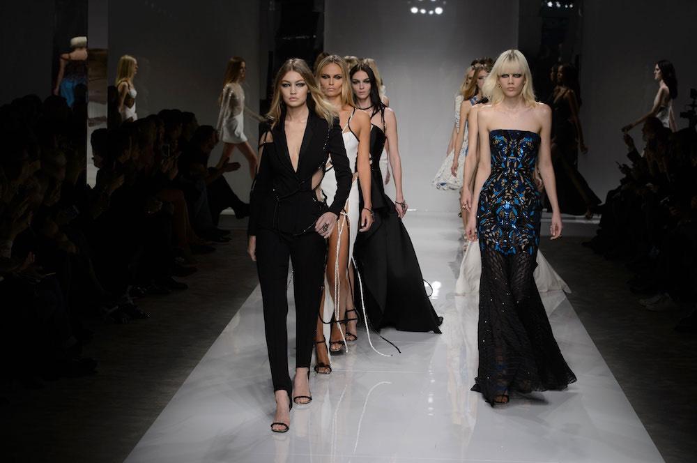 5e352b4a7f9d Atelier Versace sfilata primavera estate 2016. Foto - Moda uomo Moda donna