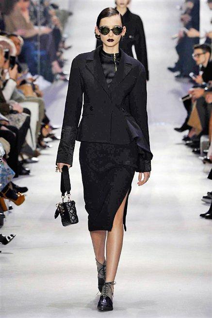 Christian Dior donna sfilata autunno inverno 2016-2017 01
