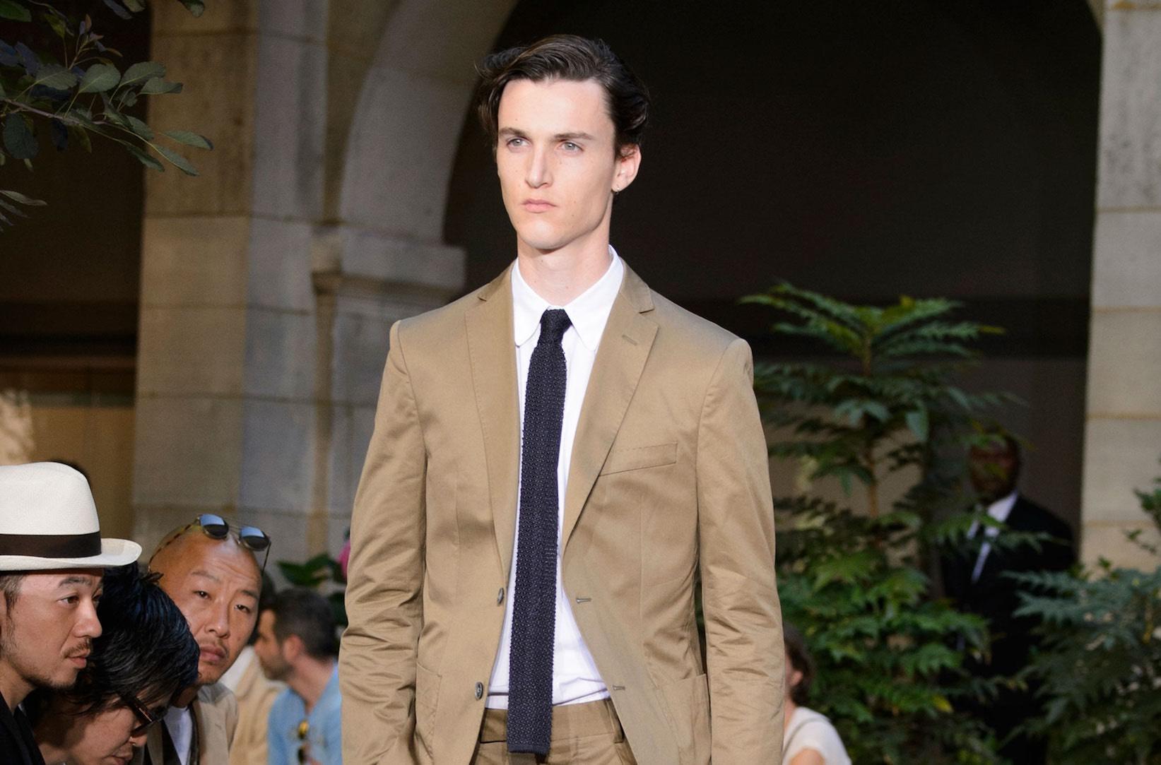 Vestito Matrimonio Uomo Estate : Uomo l abito beige è sempre alla moda idee e abbinamenti
