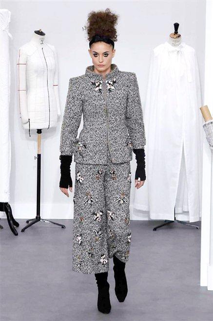 Chanel sfilata alta moda autunno inverno 2016 2017 10 for Chanel alta moda