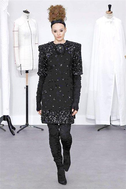 Chanel sfilata alta moda autunno inverno 2016 2017 18 for Chanel alta moda