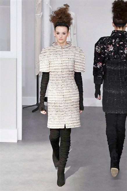 Chanel sfilata alta moda autunno inverno 2016 2017 25 for Chanel alta moda