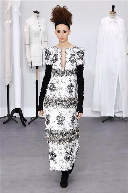 Chanel sfilata alta moda autunno inverno 2016 2017 60 for Chanel alta moda