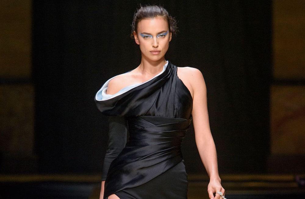 8c53d32a4a8d Atelier Versace sfilata inverno 2016-2017. Foto e video - Moda uomo Moda  donna