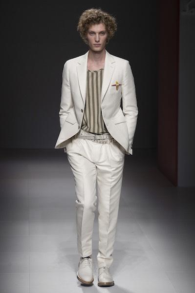 Abiti e giacche da uomo. Con il passare del tempo, molti capi d'abbigliamento tendono a scomparire perché ormai fuori moda, ma il vestito classico da uomo rimane uno dei capi più apprezzati e intramontabili negli armadi maschili.