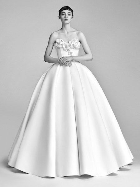 Abiti da sposa alta moda francese per la collezione sposa primavera estate  2018 di Victor Rolf d32305a75e4