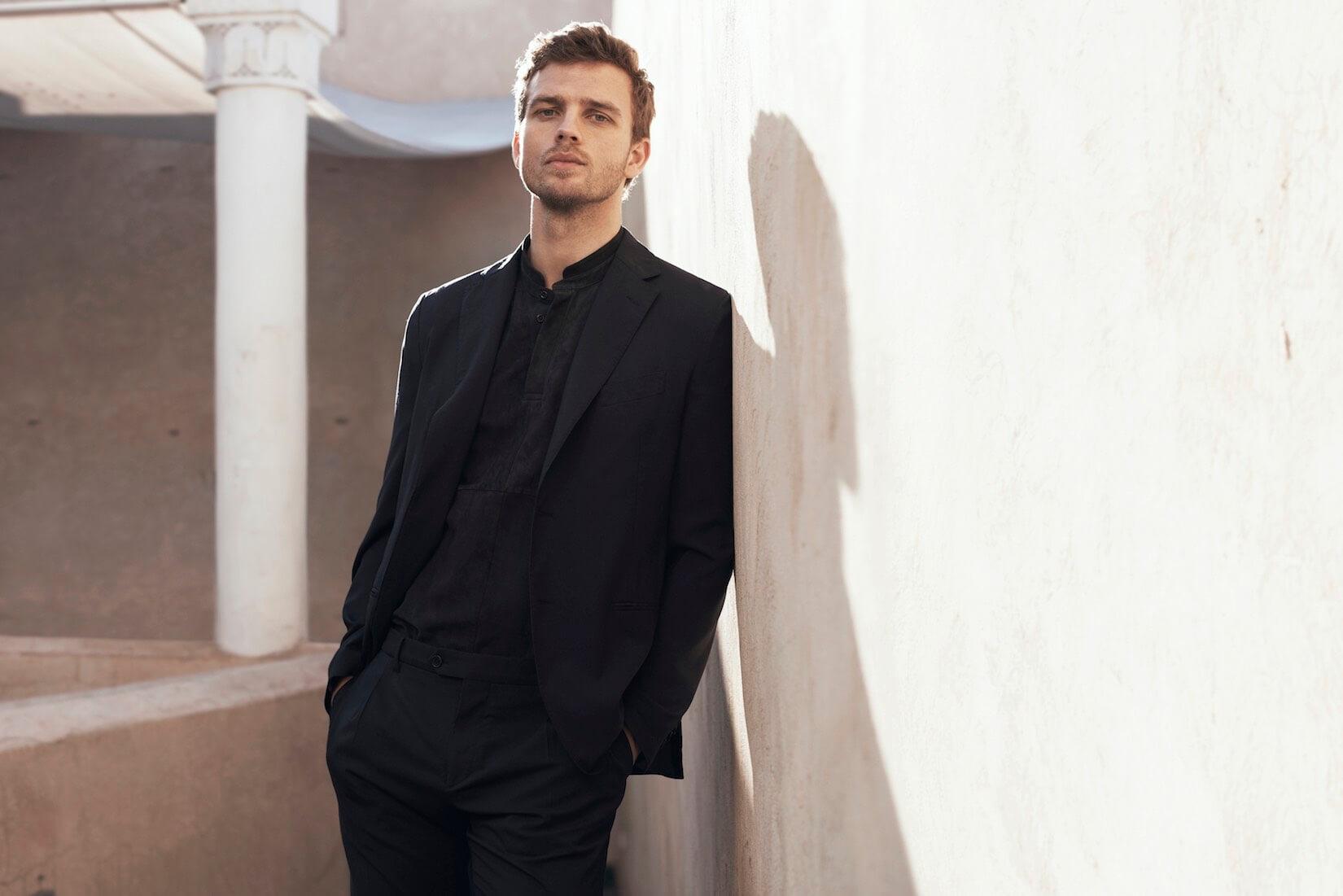 Look Uomo Matrimonio Estate : Come vestirsi di nero in estate look e abbinamenti uomo