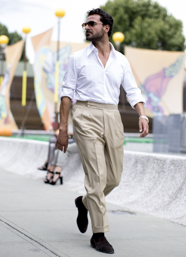 new concept 9c16f f4c8a Pantaloni beige: 5 abbinamenti uomo che funzionano sempre ...