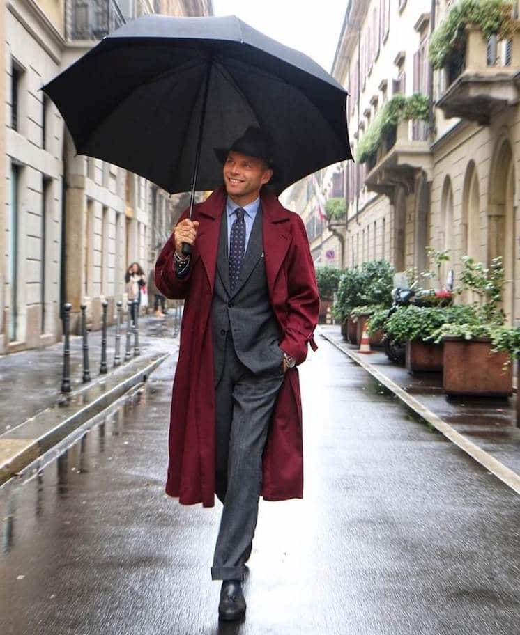 luca rubinacci look trench bordeaux